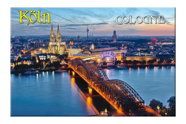 Magnet Köln bei Nacht Luftansicht